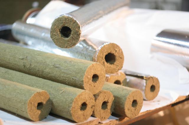 базальтовые цилиндры, покрытые алюминиевой фольгой