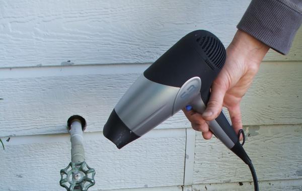 как разморозить воду в трубах