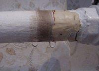 как устранить течь в трубе отопления
