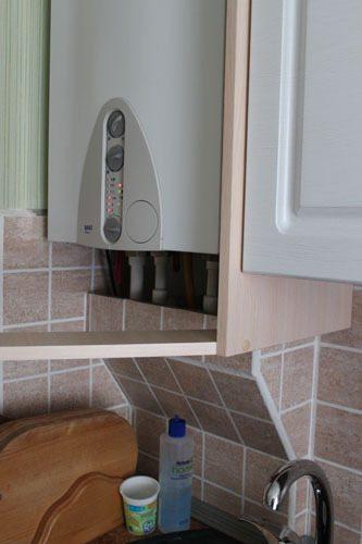 как спрятать трубы на кухне
