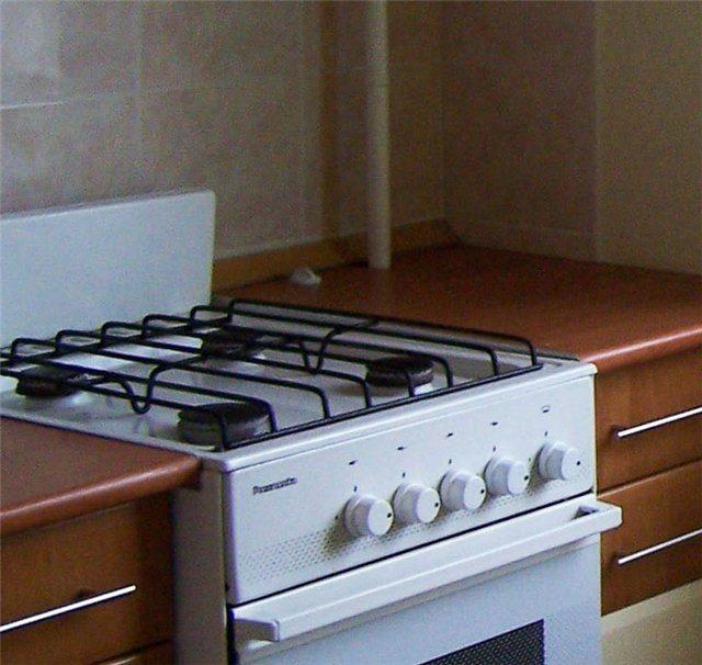 как задекорировать трубу газовую на кухне