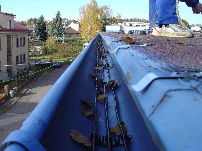 Gutter Guard Mesh Installation Screen