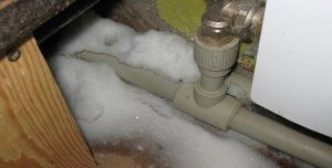 замерзла вода в трубе что делать
