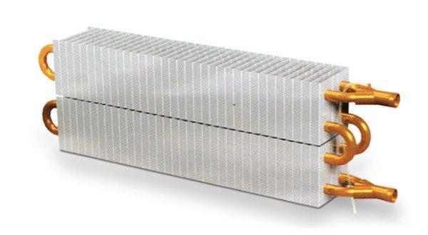 Алюминиевое оребрение заметно удешевляет прибор.