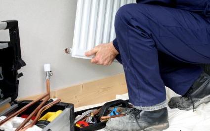Чтобы в доме было тепло, нужно правильно выбрать и установить батареи