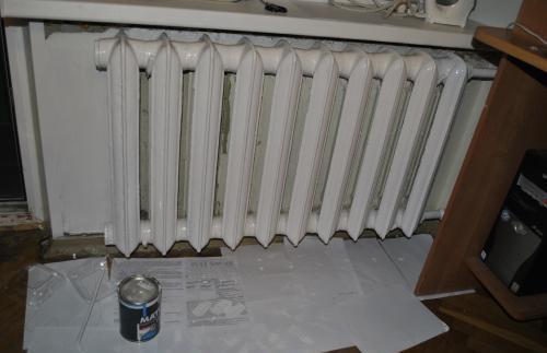 Чугунный радиатор в системе ЦО подключен на сгонах.