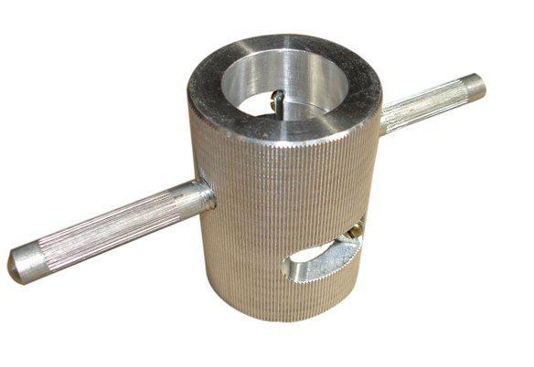 этой зачисткой можно обработать трубы двух разных диаметров