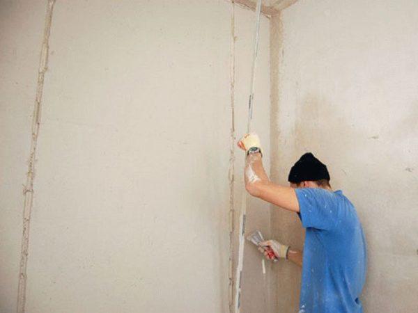 Демонтаж маяков из отштукатуренных стен