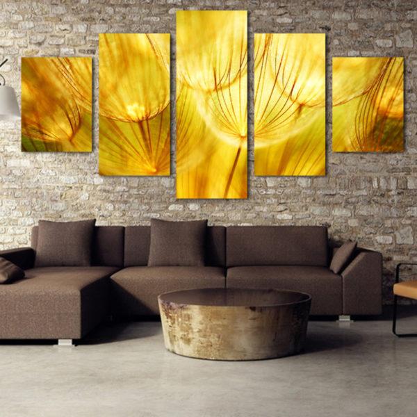 Сейчас модно украшать стены множествам картин, составляющим одно целое