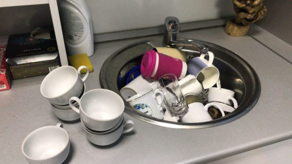 Если не копить много посуды, мыть будет легче