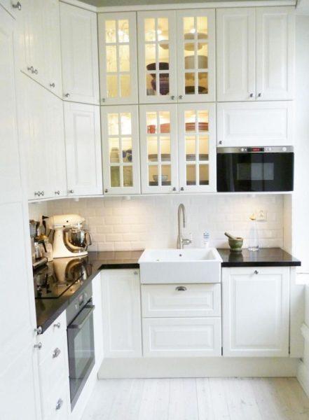 Белая кухня придаст уюта и элегантности всему дому