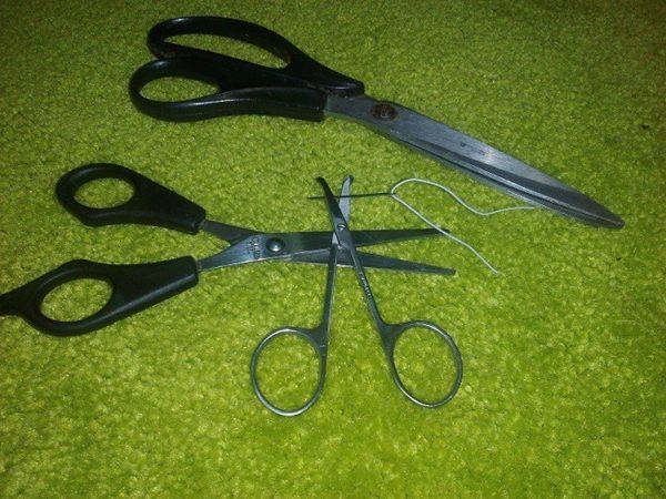 В заточке ножниц вам поможет игла