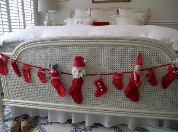 Новогодние носки на кровати