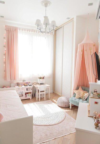 Нежный розовый цвет освежит комнату и зрительно увеличит пространство