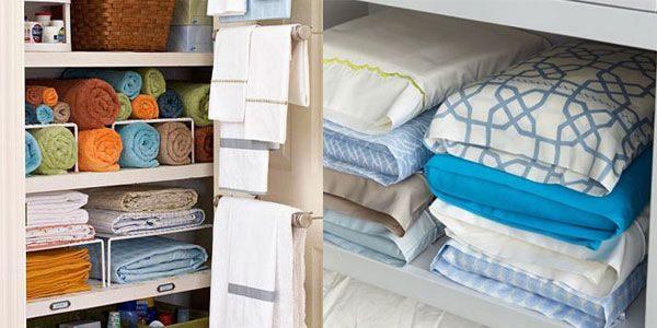 Удобно и компактно хранить полотенца скрученными в валики, а постельное белье спрятанным в наволочке