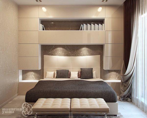 Шкаф в изголовье кровати смотрится стильно и придаст полноту общему виду спальни