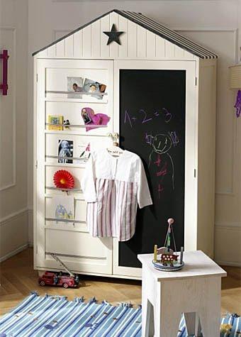 Шкаф в виде домика, на стене которого можно рисовать