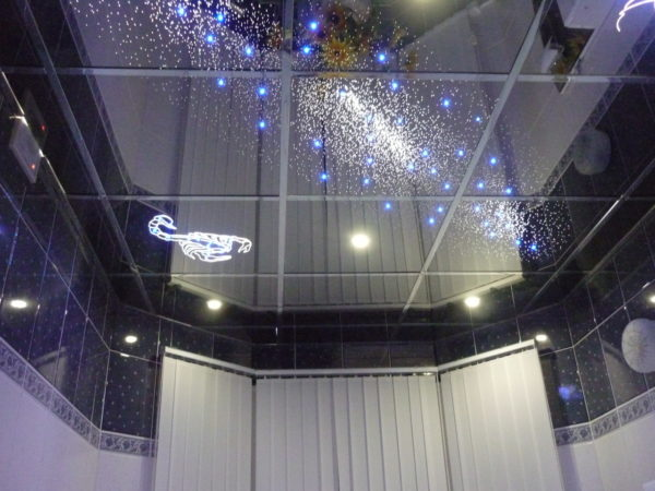 Зеркальный потолок «открывает» звездное пространство