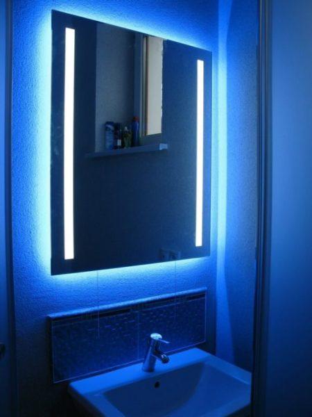 Подсветка сделает возможным полумрак ванной без использования свечей