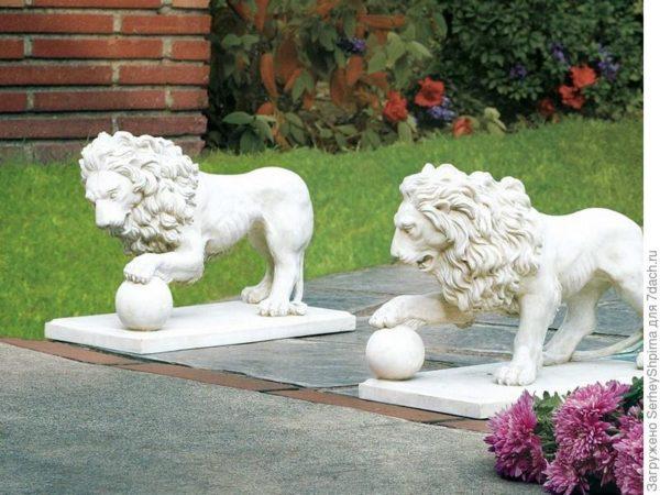 Львы в центральной части сада
