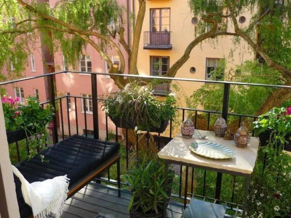 Место для отдыха на балконном саду