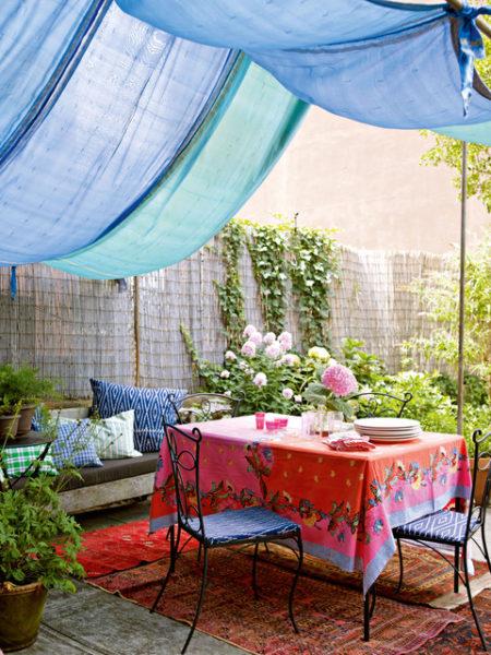 Уютный шатер на заднем дворе