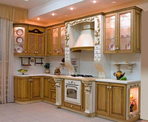 Кухня с золотыми вставками