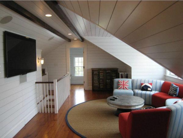 Уютная гостиная на чердаке