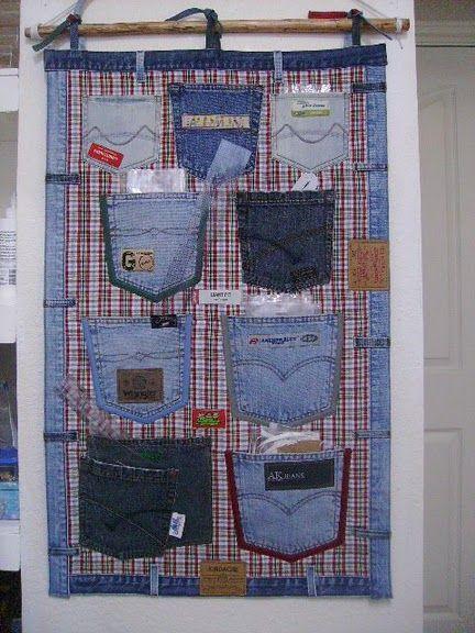 Такие настенные карманы можно сделать самому, использовав ненужные джинсы