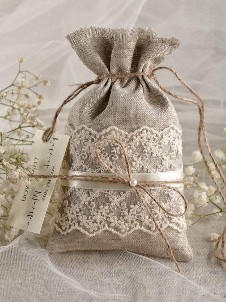 Мешочек для трав или чая, украшенный кружевом.