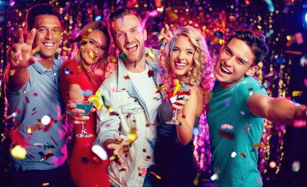 Вечеринка- как повод встретиться с друзьями и весело провести время.