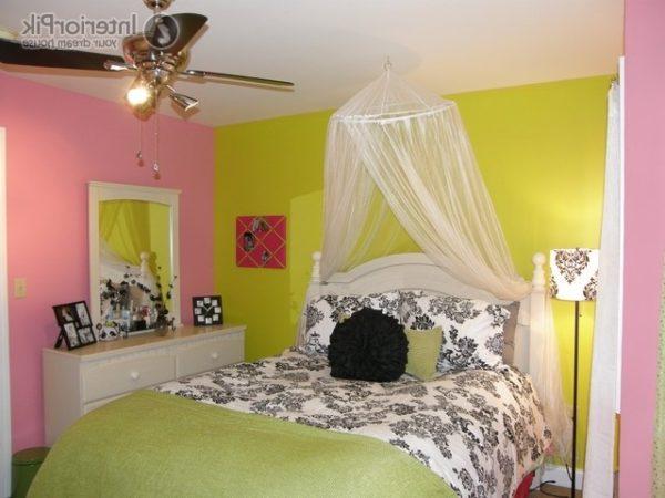 Желтый с розовым создают не лучшее впечатление о пространстве комнаты.