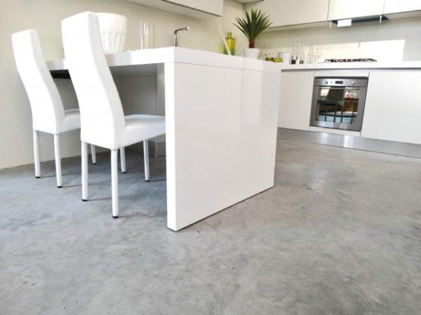 С помощью системы «теплый пол» ходить по бетонному полу будет намного комфортнее.