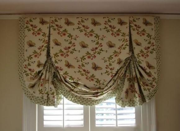 Английская штора особенно хорошо будет выглядеть на кухне.