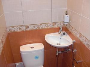 Такая раковина поместится даже в небольшой туалет.