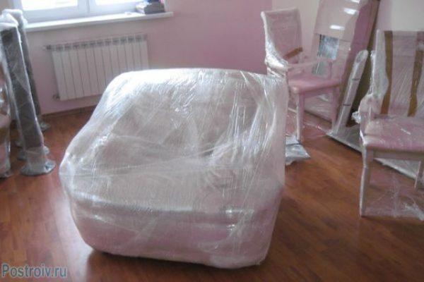 Ту мебель, которую не удалось вынести, уберите под пленку.