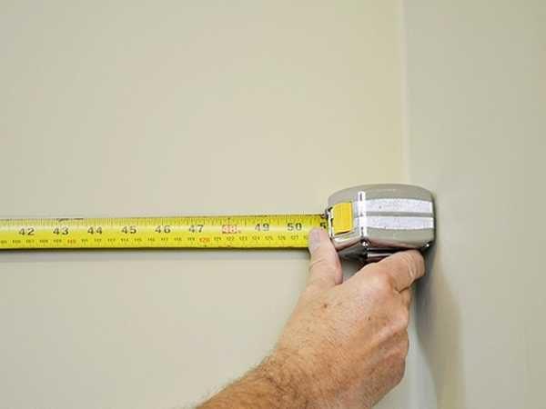 Чтобы закупить достаточное количество стройматериала, сначала стоит замерить площадь, которую он будет покрывать.