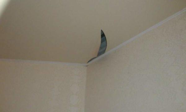 Порез натяжного потолка.
