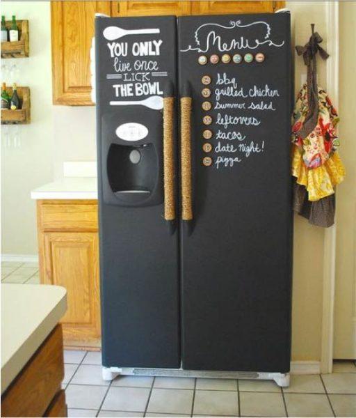 Грифельной краской можно покрыть всю наружную поверхность холодильника.