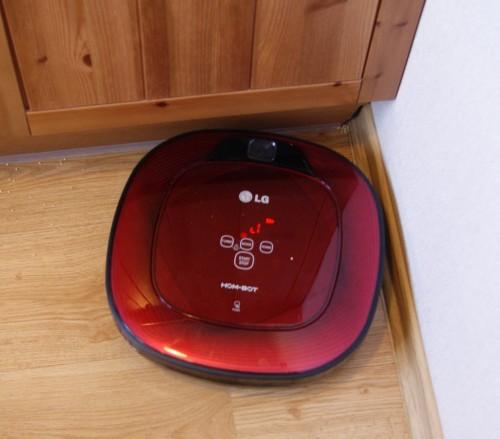 Роботам – пылесосам сложно подобраться к углам комнат.