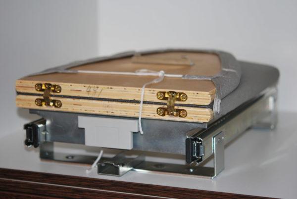 Механизм встраивания гладильной доски в ящик.