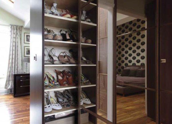 Выдвижной шкаф для обуви.