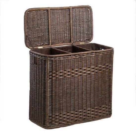 Такая корзина для белья станет стильным аксессуаром, а также поможет хозяйке сразу сортировать белье на 3 части.