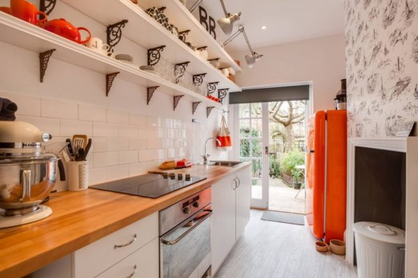 Кухня собрала в себе сочетания современного и прошлого.
