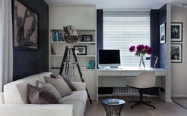 Рабочее место занимает немного пространства и может уместиться даже в гостиной.