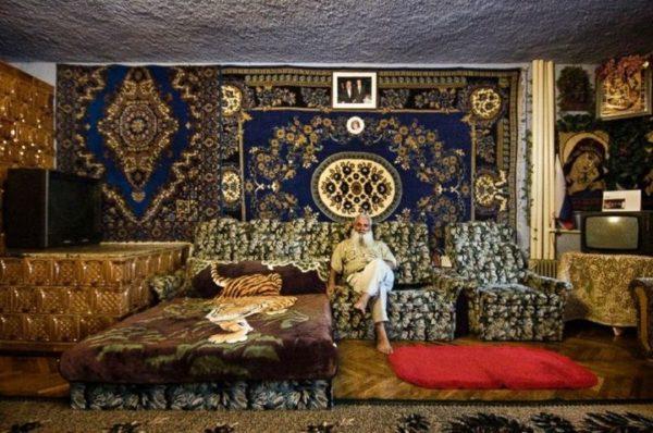 Богатство и роскошь принизывает весь стиль цыганского интерьера.