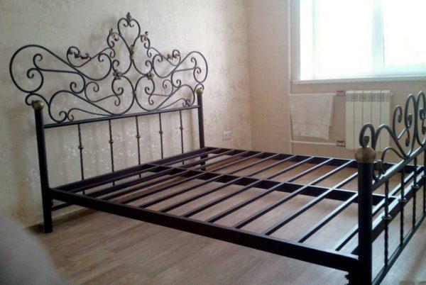 Кованная ажурная кровать.