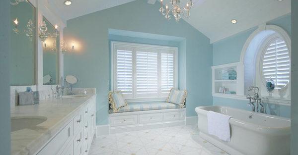 Уютная и нежная ванная в оттенке голубого цвета.