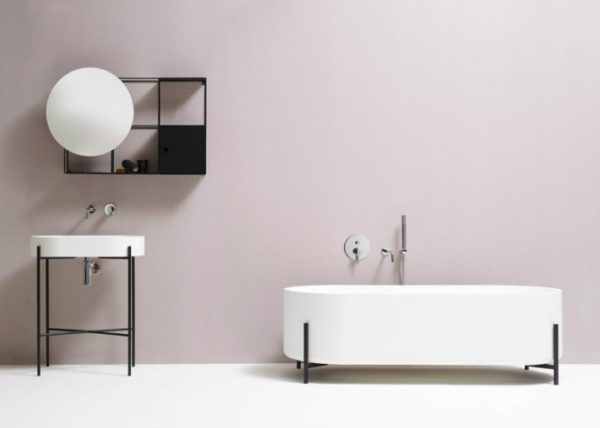 Лаконичный черно-белый дизайн коллекции является классикой и дает простор для организации остальной части пространства уборной.