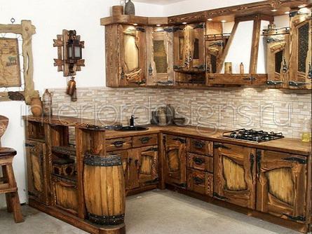 Грубо отесанная деревянная кухня в ковбойском стиле.